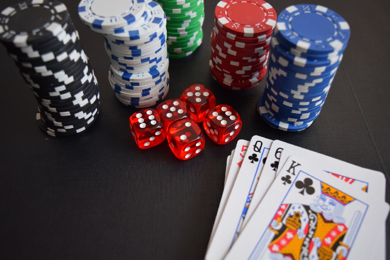 4 Essential Advantages of Online Gambling