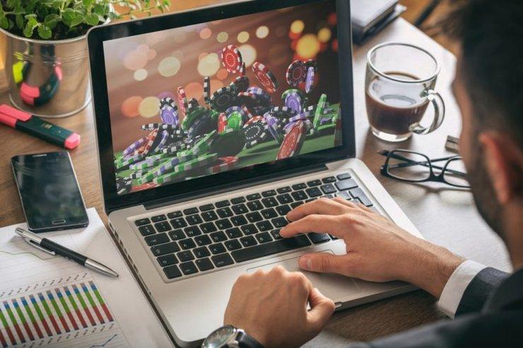 Are Online Casinos Safe For Pkvgames Downloads And Logins